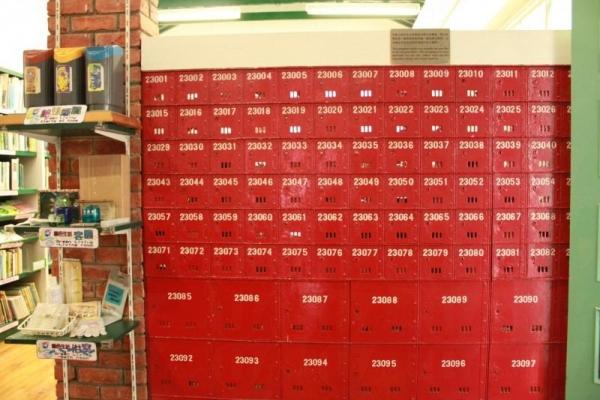 舊時的郵箱現已用來作為擺放小冊子之用,充分地示範了何謂廢物利用。
