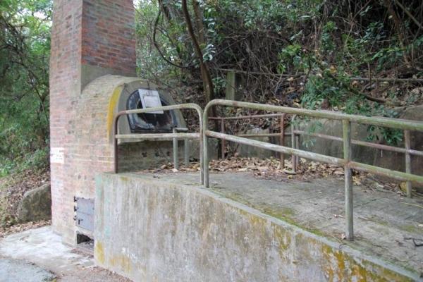 白芒村口的小型焚化爐,現已停用。