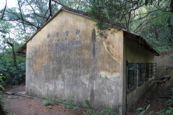 荒廢的白望學校頗為陰森,不過對喜好廢墟攝影的龍友來說,卻是不可多得的好題材。