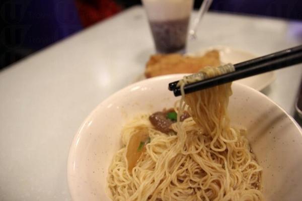 沙嗲牛肉加上中式生麵,味道竟然意想不到的配合。