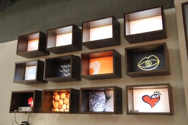 體驗館內不乏設計特別的裝飾,當中的一隻隻「心眼」,就是代表著「以心代眼」的訊息。