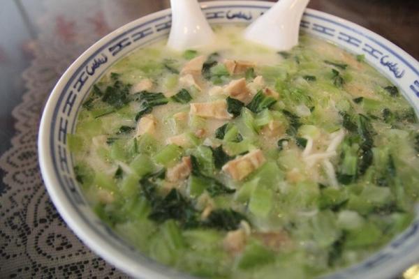 足料名物--嫩雞煨麵,分量足已讓 3 個女仔填飽肚子。