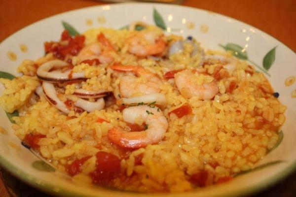 海鮮意大利飯用料夠多,有蝦、蜆和墨魚圈,食到底都仲有!