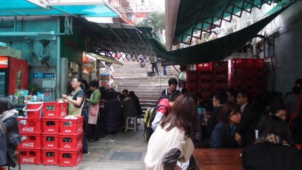 勝香園在中西區很有名,即使是平日,亦有不少人慕名而來光顧。