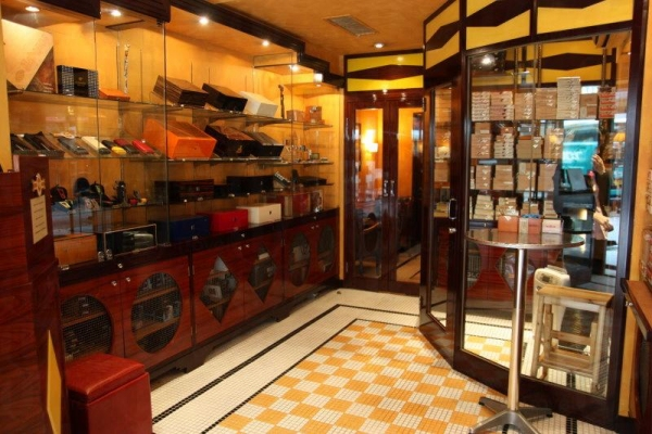 店內裝修風格甚有古巴風味。
