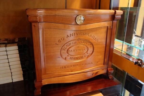 此乃古巴製的絕版雪茄櫃,客人買下後將之寄放店。