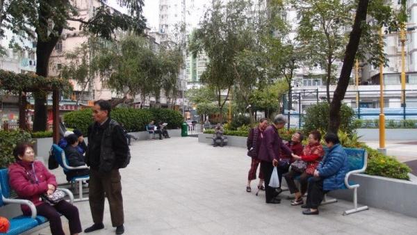 順寧道公園亦是電影取景地之一,平日遊人屬老人家居多。
