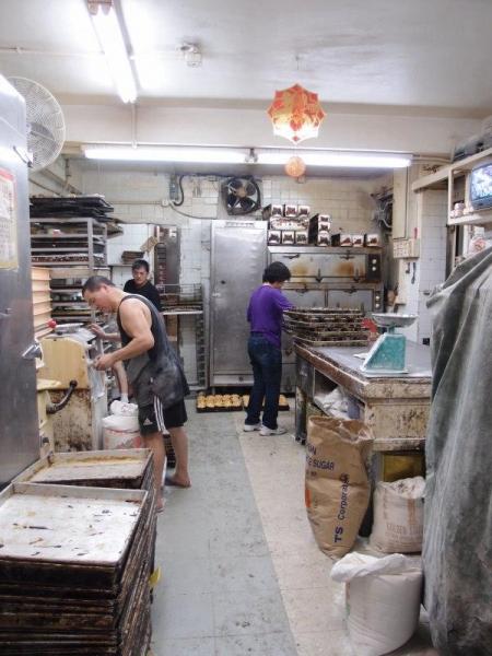 餅店工場乾淨企理,顧客可吃得放心。