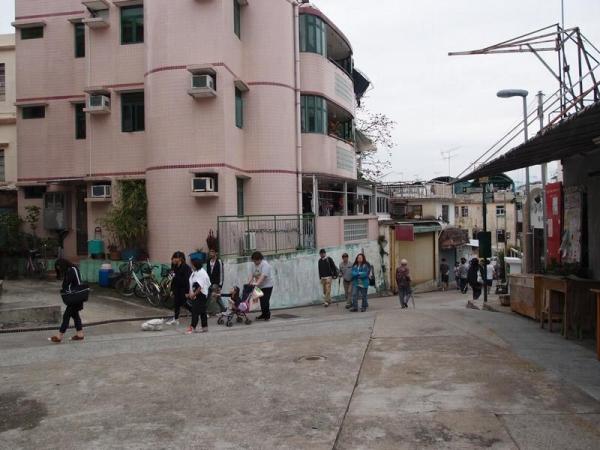 學校路臨近關公亭,方便遊人於巡遊前後前往參觀。