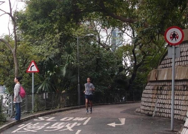 寶雲道人來人往,跑步氣氛熾熱。