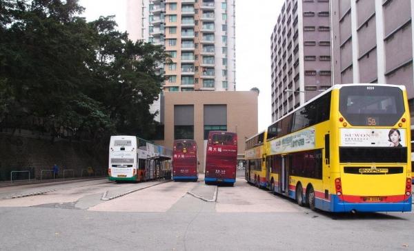 起點加多近街臨時花園內有巴士總站