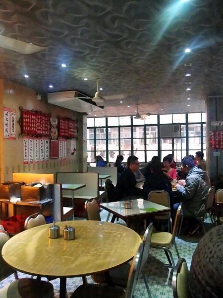 上層較闊落,食客都愛坐窗邊卡位。