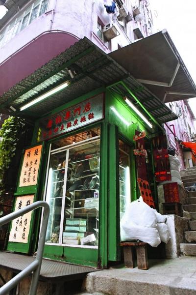 「唐鞋專門店」是香港僅存的功夫鞋匠之一
