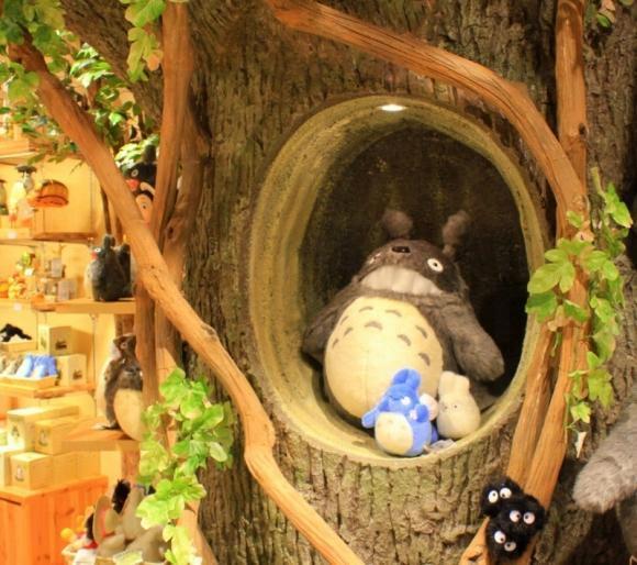 留影位 - 樹洞裡的龍貓