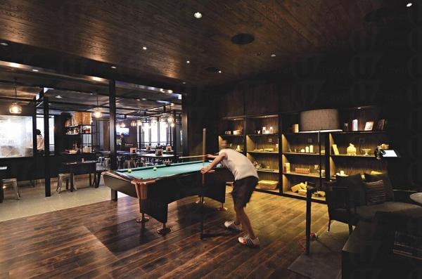 一樓的遊戲室設足球機、美式桌球枱及貝爾特樂趣音樂區。