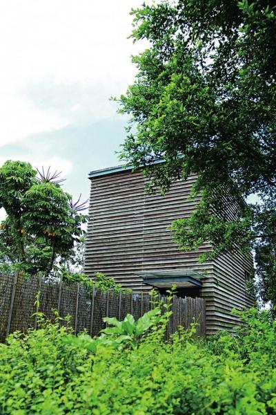 愈接近保育區,設施亦更大量地運用取自木、樹枝等自然材料,盡量減低對大自然的影響。