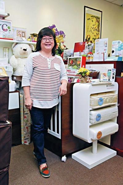 Ourbaby 店主 Eva 說,樓上舖環境安靜點,人流冇咁多,媽媽們可慢慢比較貨品。