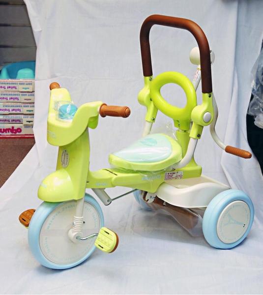 日本 iimo 第二代新款幼兒單車,顏色可愛,用料實淨,而且可摺合易收藏,適合一至三歲用。$1,680