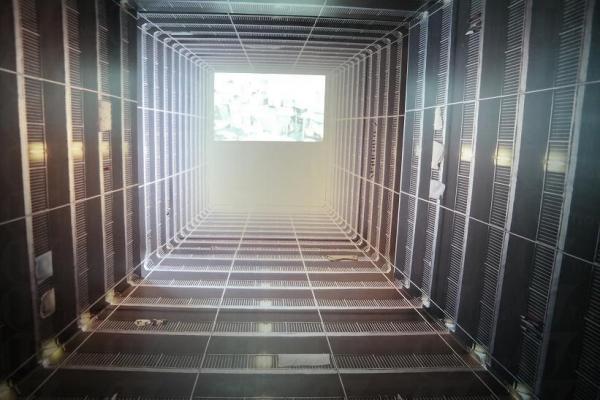 美荷樓生活館內的特別影相位,找好位置便能拍出井底望天的效果。