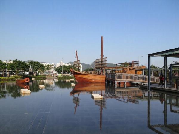 水景區的大漁船可讓人上船拍照。