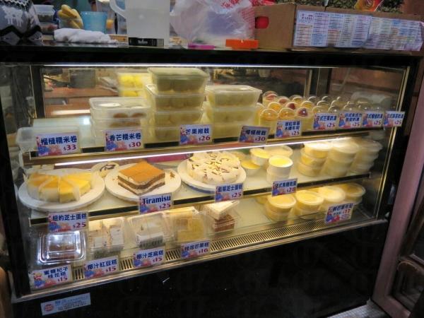 甜品櫃有外賣的款式比你揀。