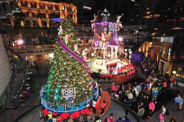 巨型聖誕鐘與旋轉聖誕樹