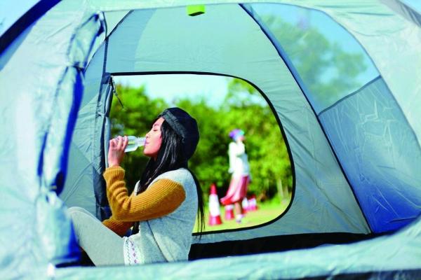 職員建議帳篷設計許可的話,無需落營釘,遇上突然下雨便可整個營拿到場邊有蓋地方避雨。
