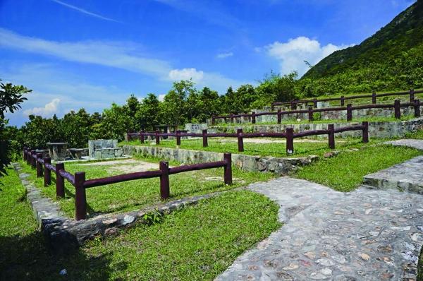 營位以「梯田式」設計劃分成一級級,旁邊有爐位。