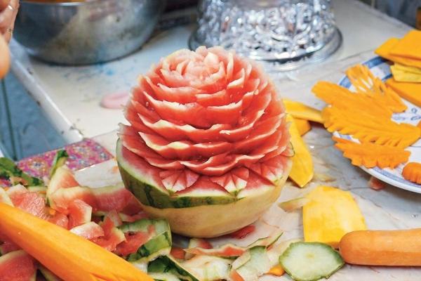 泰國傳統手藝水果雕刻。