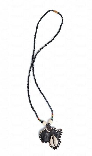 迦納是非洲沿海國家,首飾愛以皮及貝殼襯配,$80 -120。