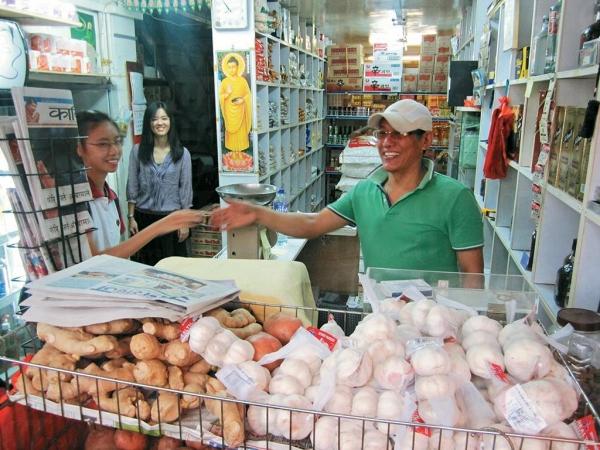 大部分尼泊爾人信奉佛教及印度教,店子內有佛像及拜神物品,與伊斯蘭教大不同。