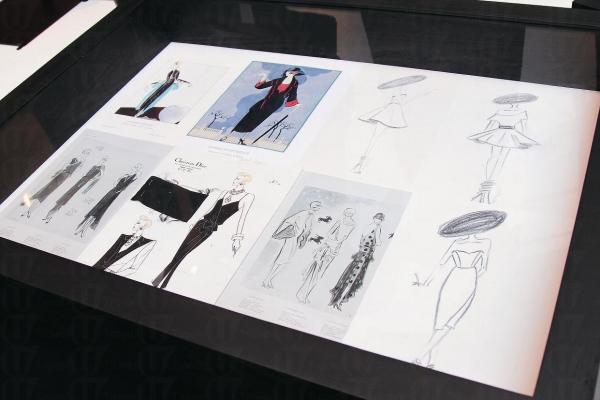 除了要懂得欣賞小黑裙,也要從法國時尚歷史中認識更多配襯小黑裙的學問。