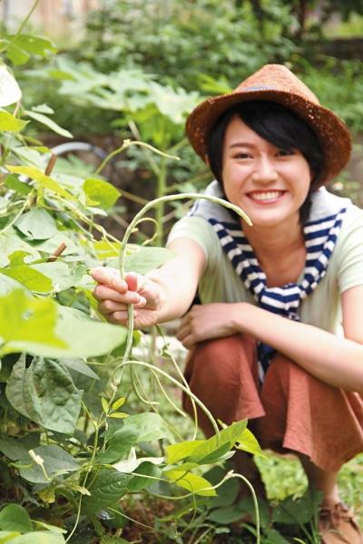 校園原有展荗田園已荒廢,現種有粟米、白豆角、木瓜等,日後可於田園舉行工作坊。