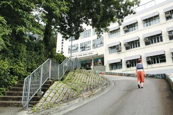生活書院位於錦山,依山而建,鄰近自然,附近是錦山村民居,而徒步上山是前往方法之一。