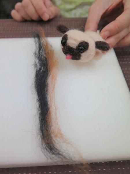 製作不同毛色時,可以用混色的方法,更小八哥更像真