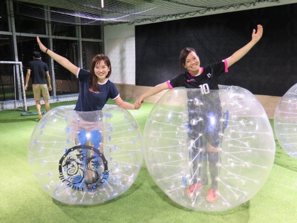 泡泡足球分有大小兩個款式,方便球員選擇