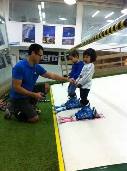 小朋友亦可學習snowboarding (圖:321PLAY)