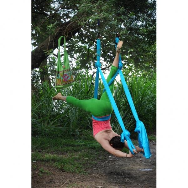 空中瑜珈在戶外亦能練習,初學者還是在Dickson Yoga先學習吧! (圖:Dickson Yoga)