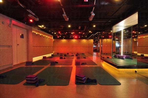 Dickson Yoga 的瑜珈課堂教室面積大,沒有壓迫感,心情更放鬆。 (圖:Dickson Yoga)