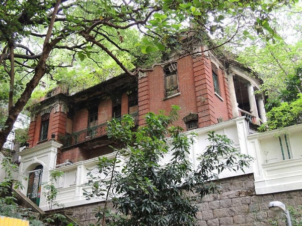 香港一級歷史建築的灣仔船街南固臺門口。