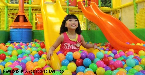 玩樂專區Ming & Friends 遊世界迷宮內,有大型波波池(圖:Play House提供)